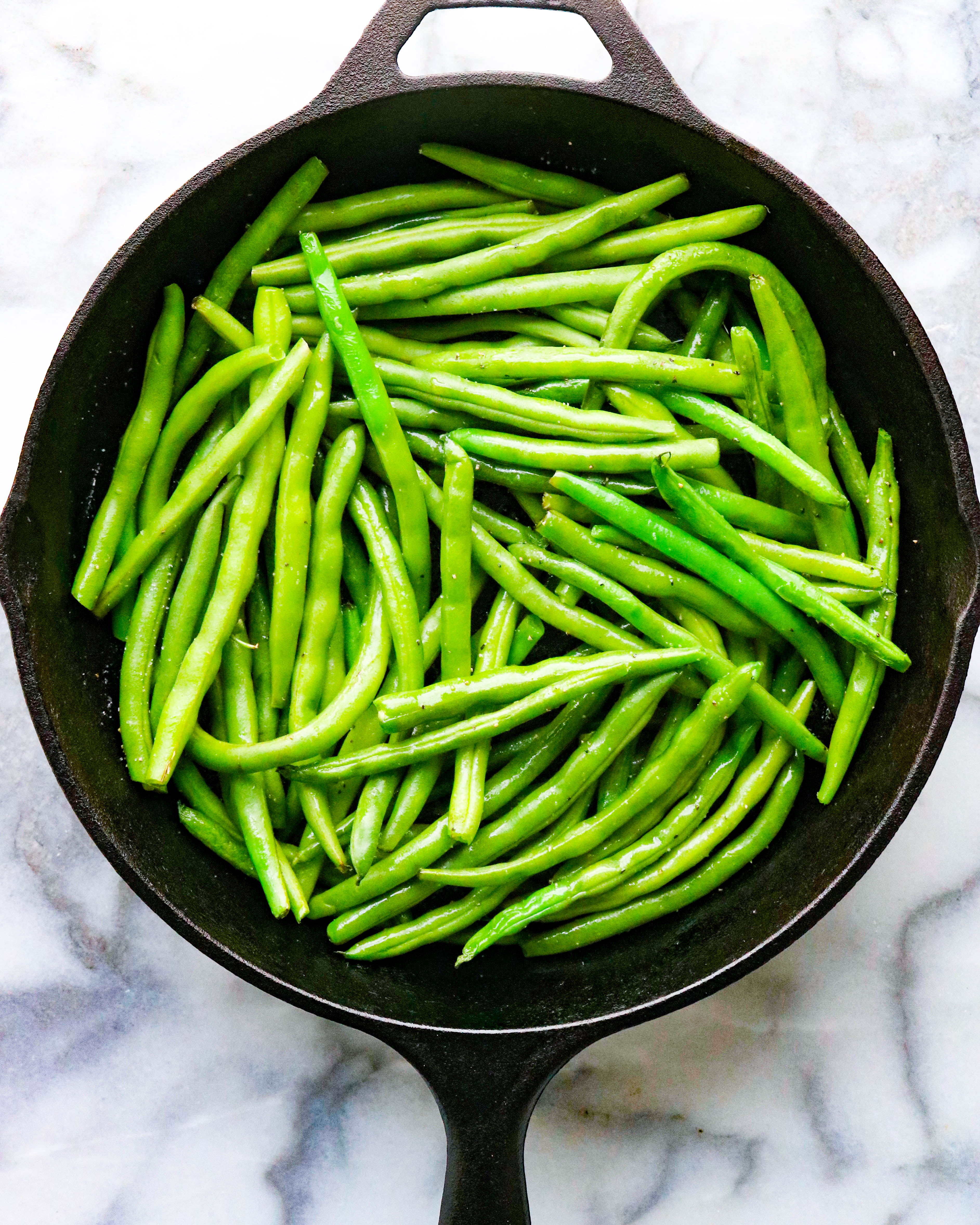 Green beans in a acast iron pan