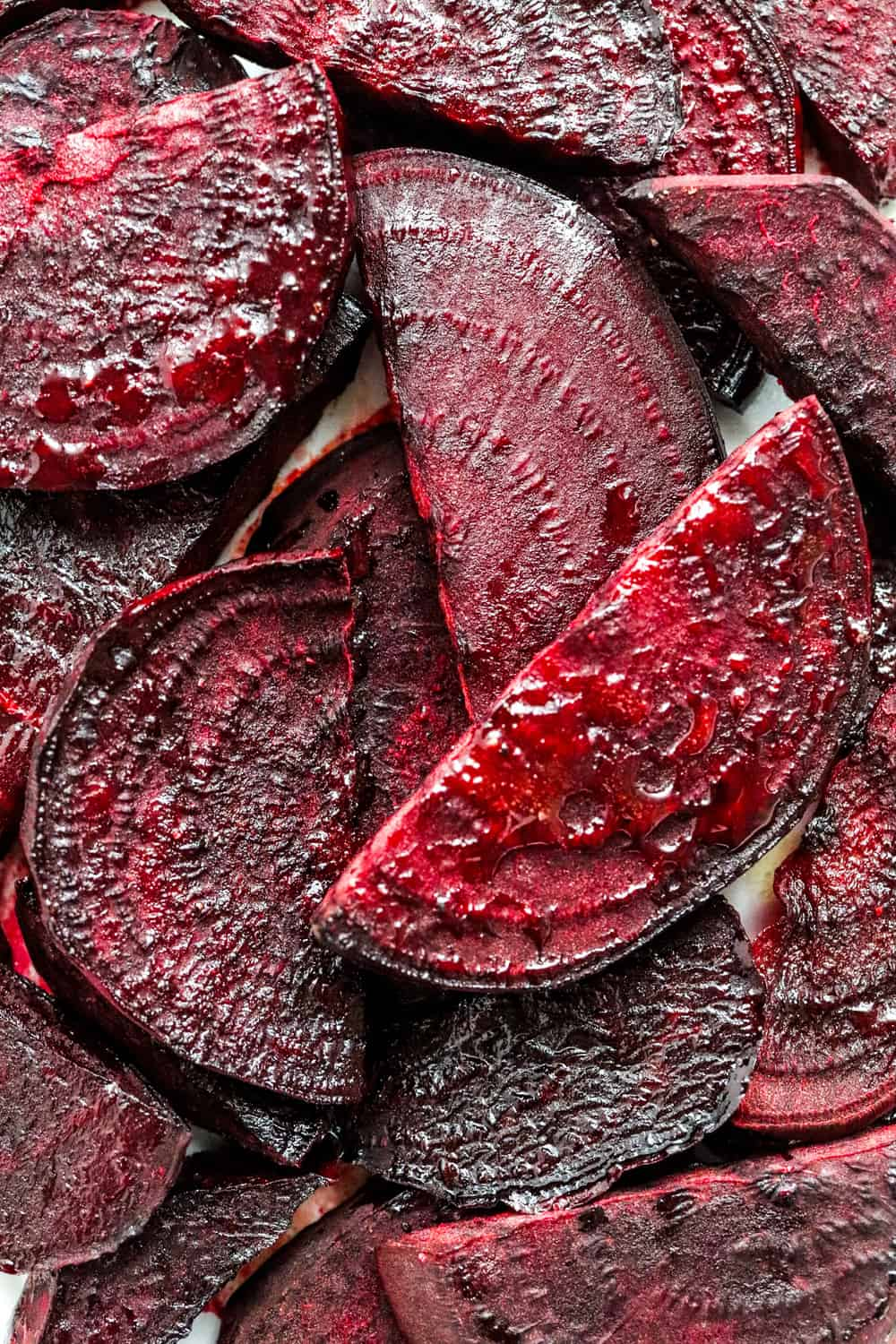 Sliced, rosted red beets