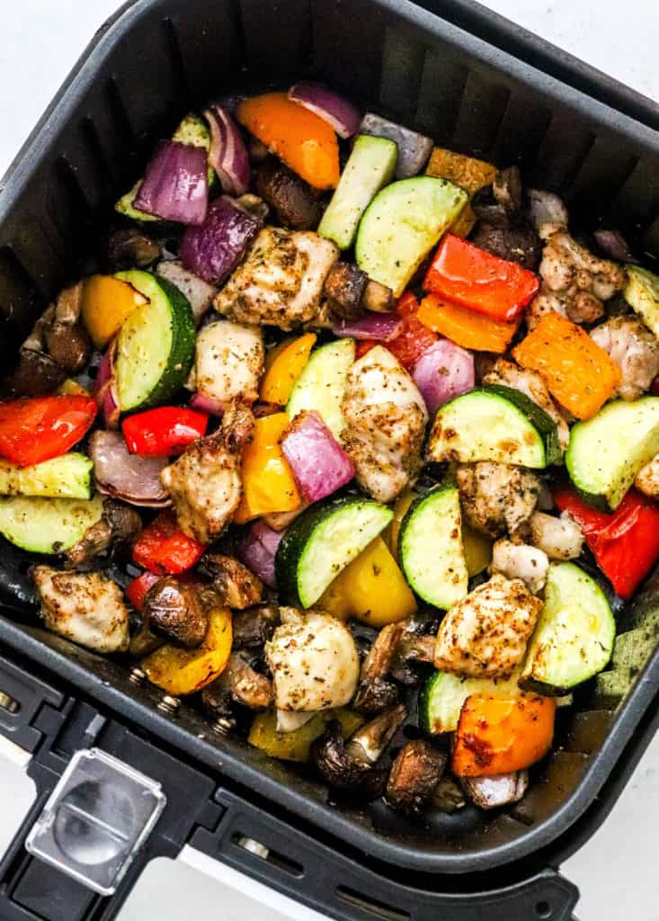 Roasted chicken and vegetables in an air Freyr basket