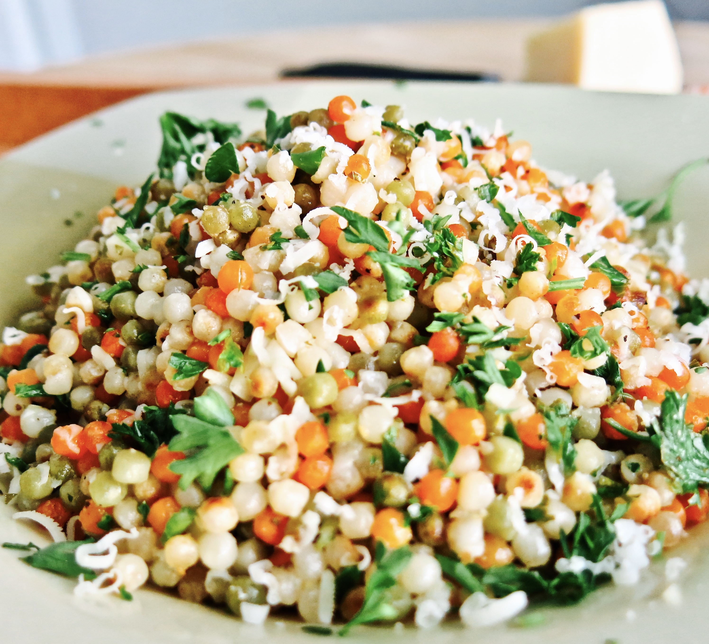 Lemony Couscous with Garlic and Parsley