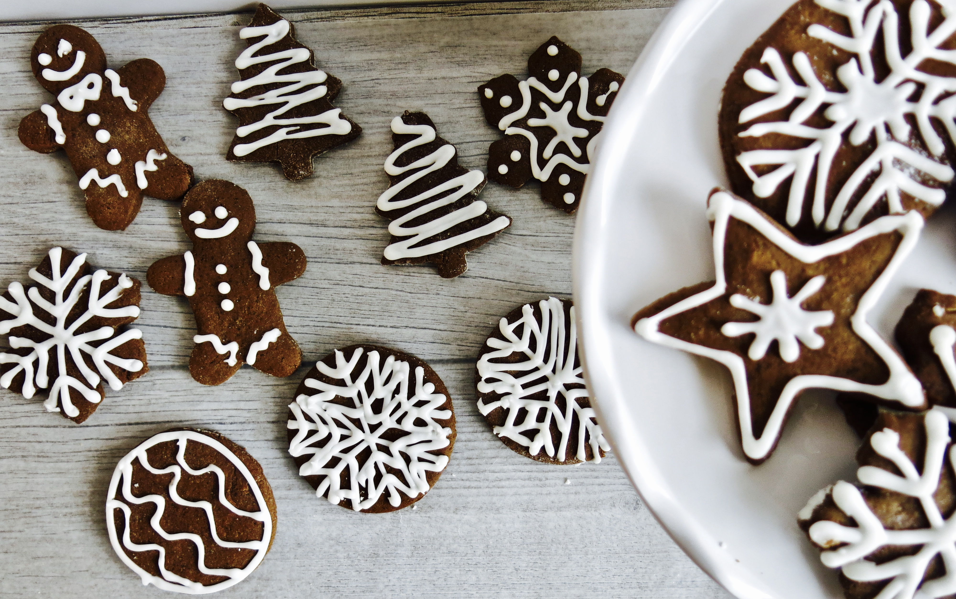 Iced Holiday Gingerbread Cookies